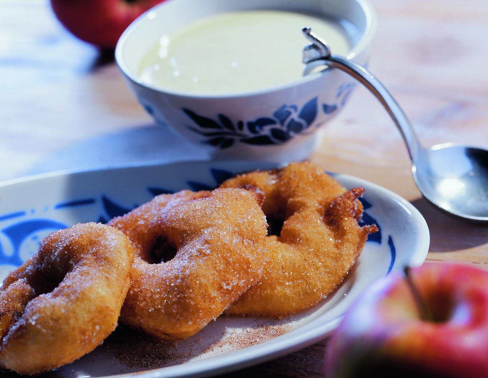 Beignets aux pommes et crème vanille