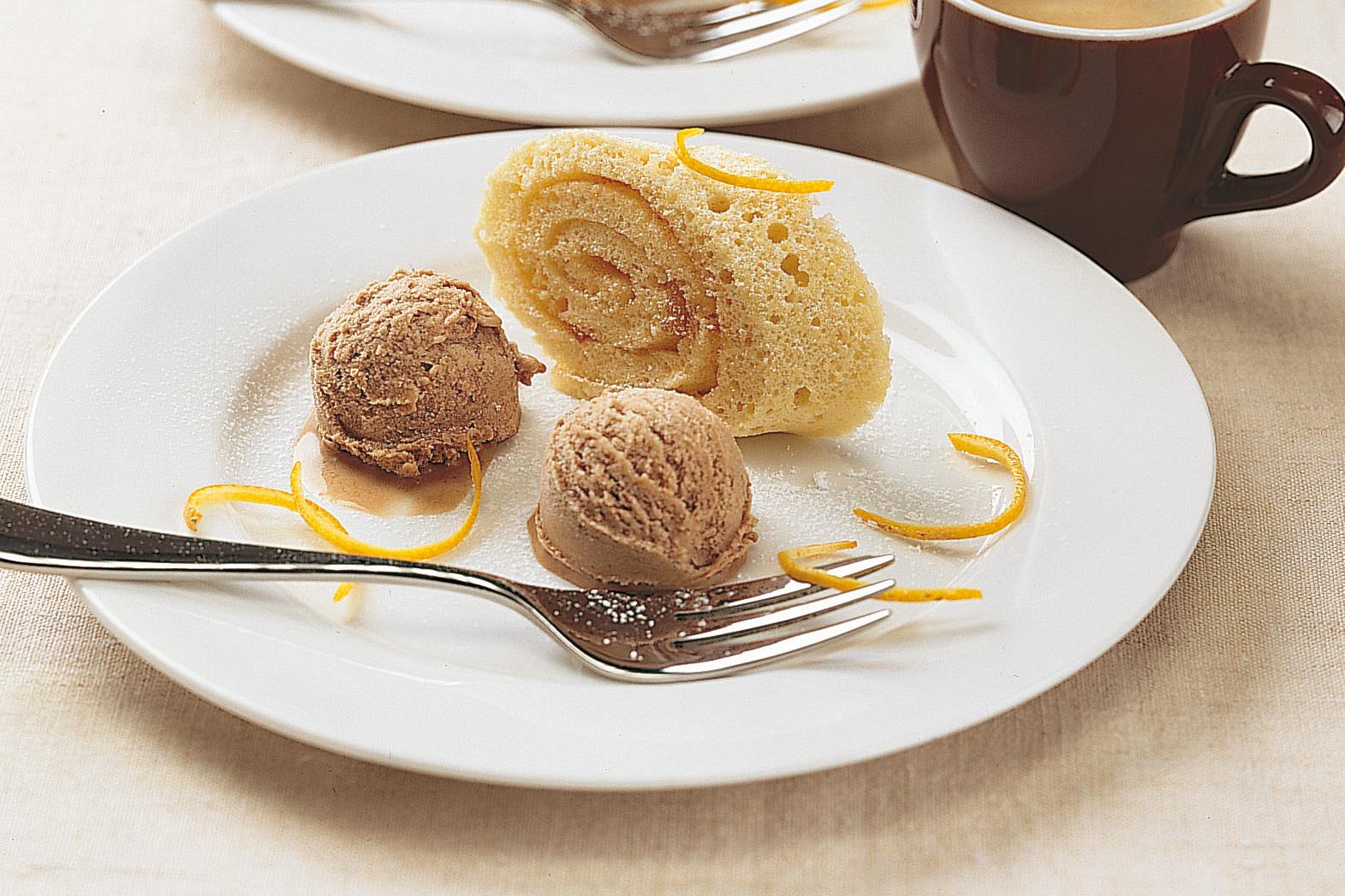 Biskuitroulade mit Espresso-Mousse