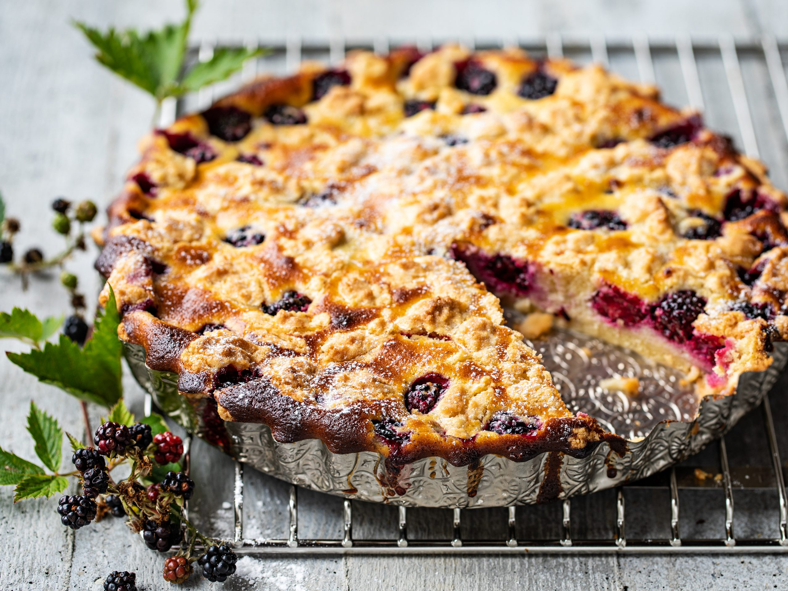 Brombeer-Cheesecake mit Streuseln