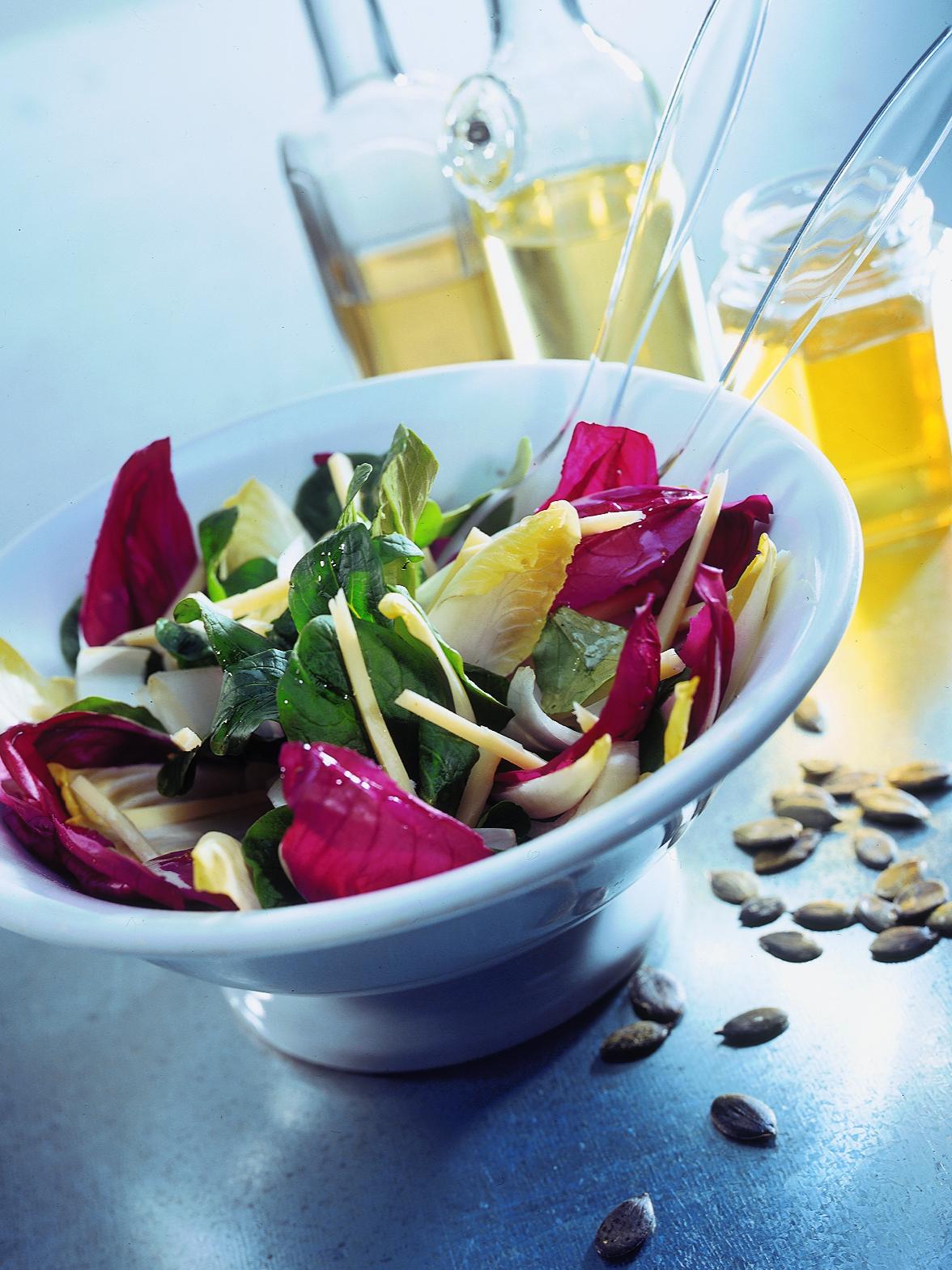 Salade tricolore à la sauce au miel et aux pommes