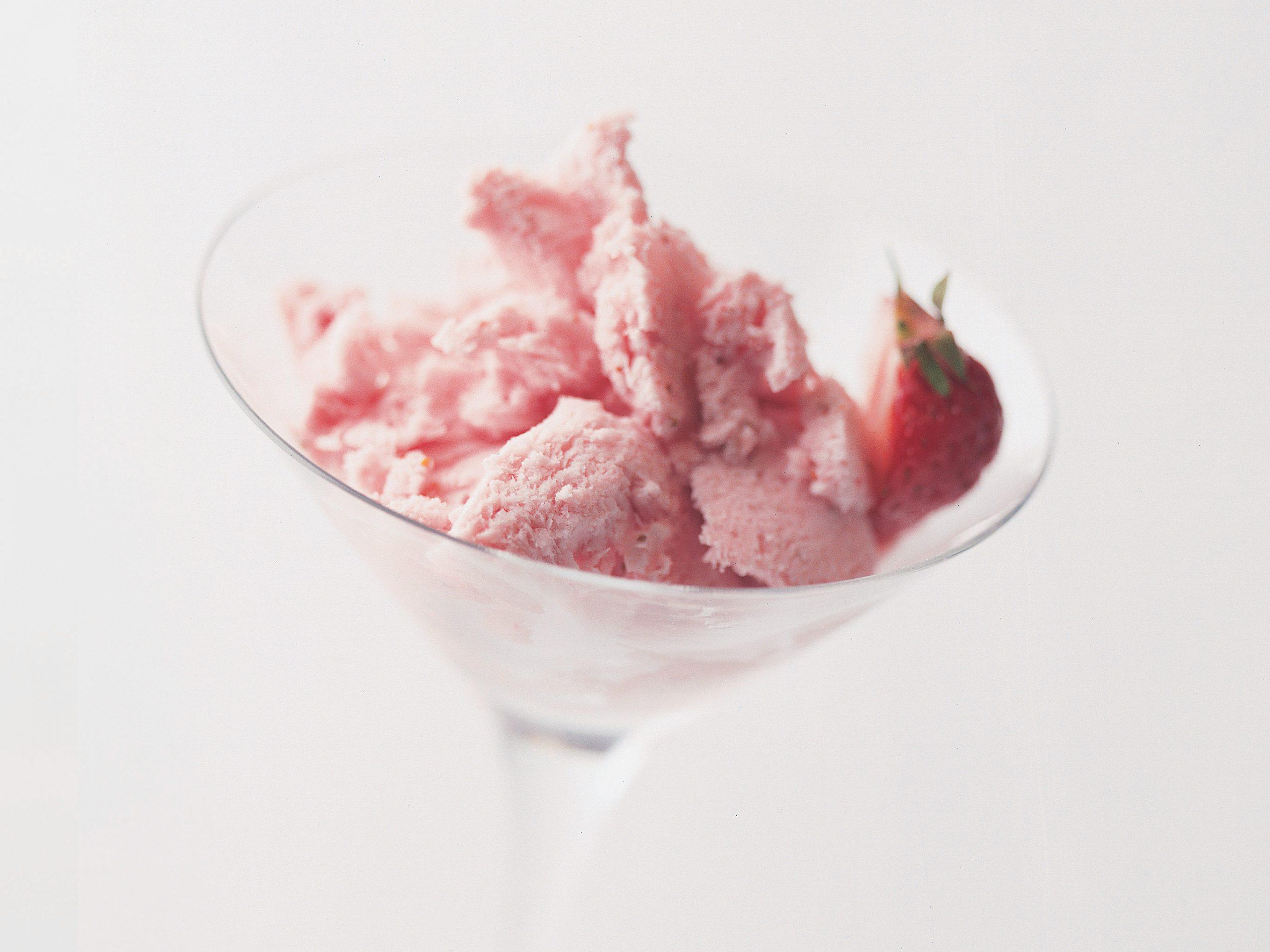 Gefrorene Erdbeermousse