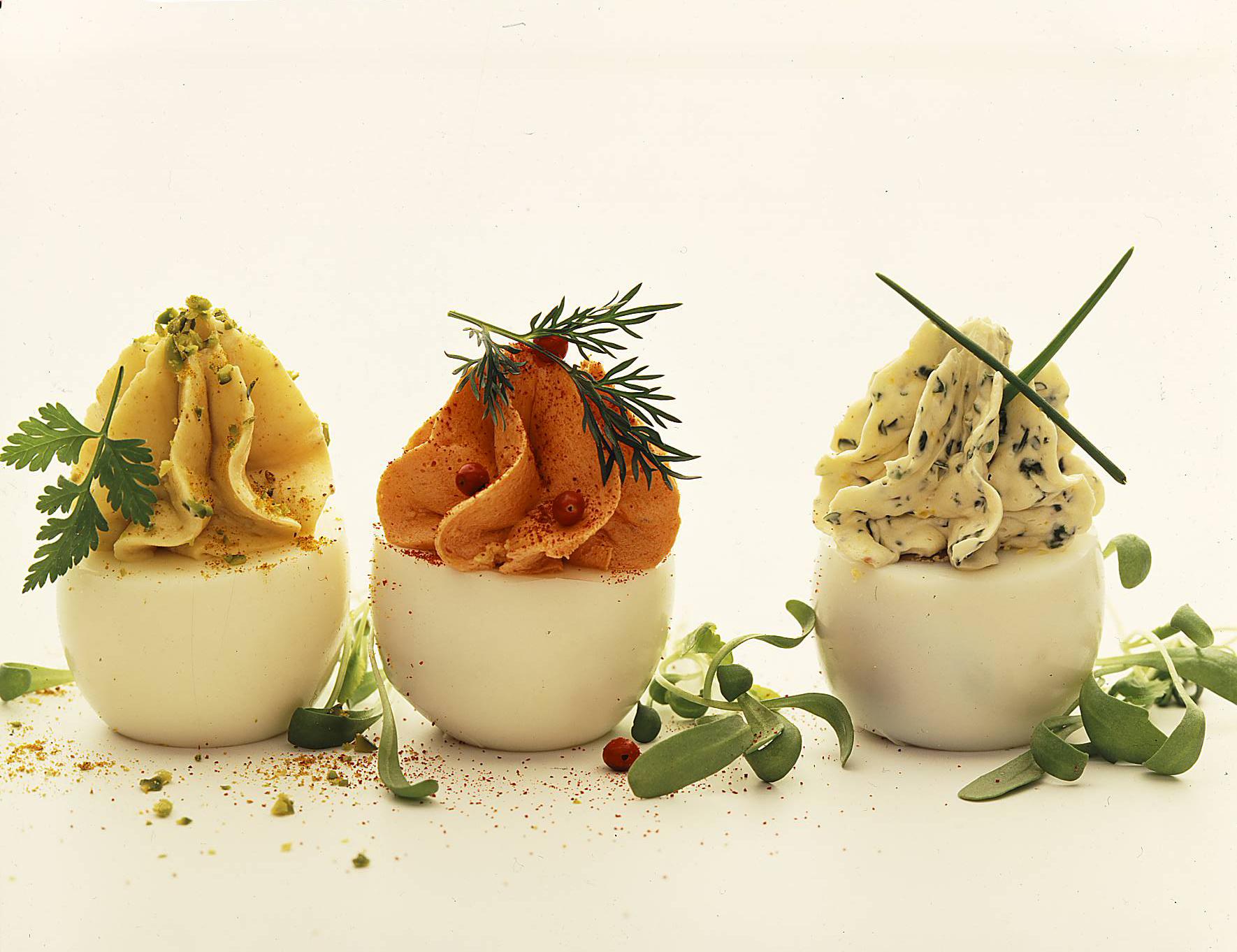 Gefüllte Eier mit Sardellen-Butter