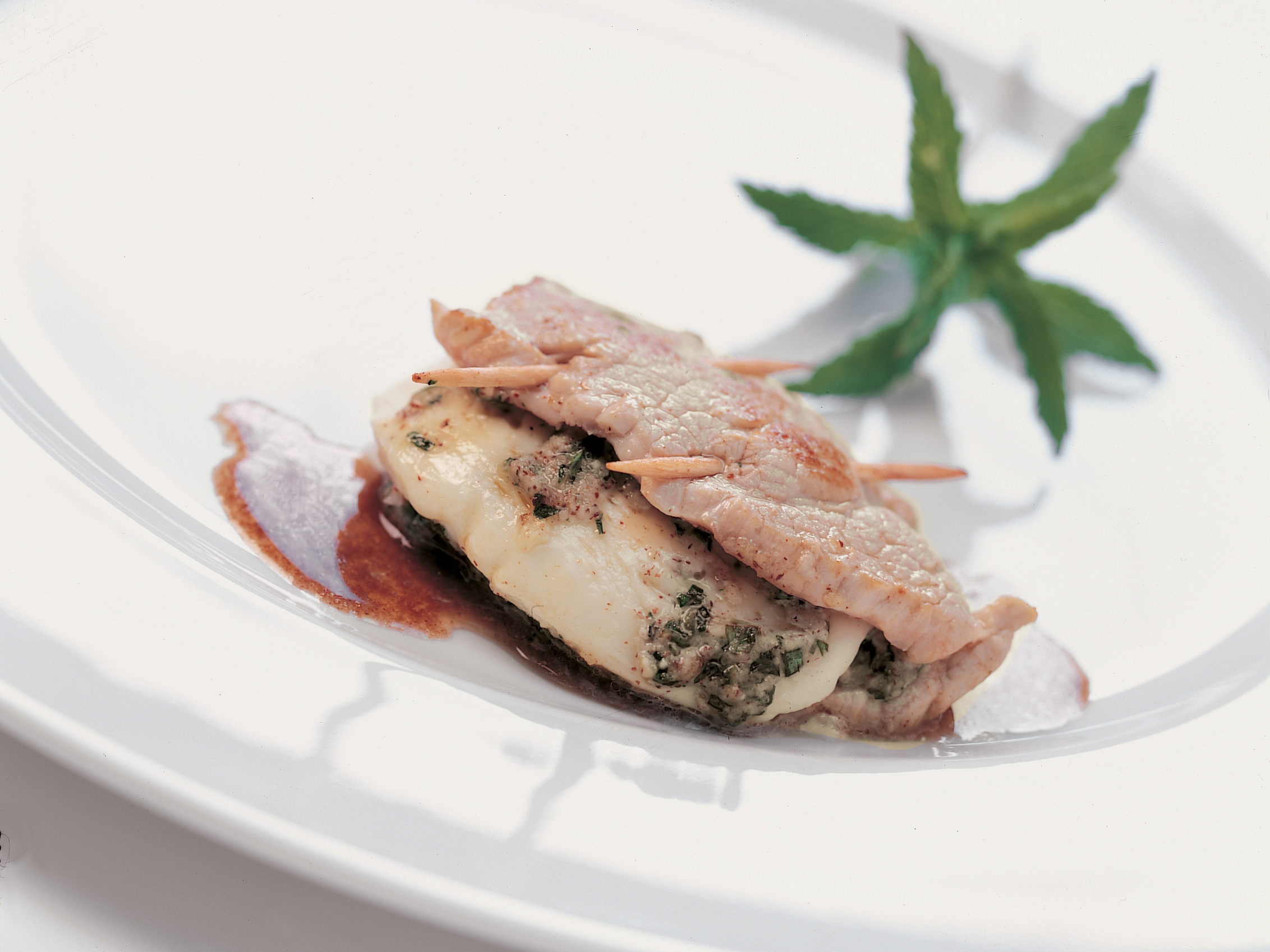 Escalopes de veau farcies à la mozzarella et au pesto de noisettes