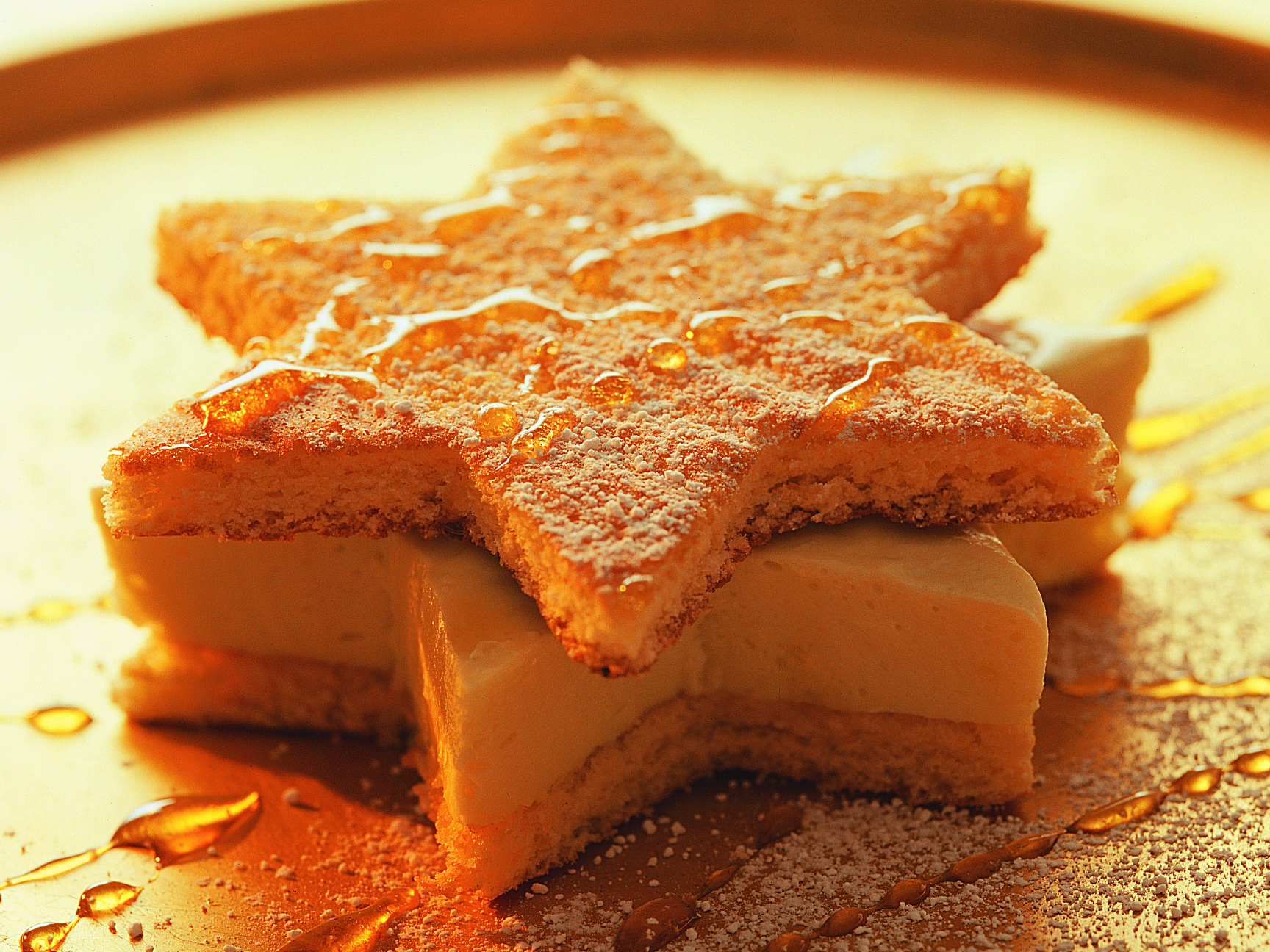 Etoiles fourrées de mousse au miel