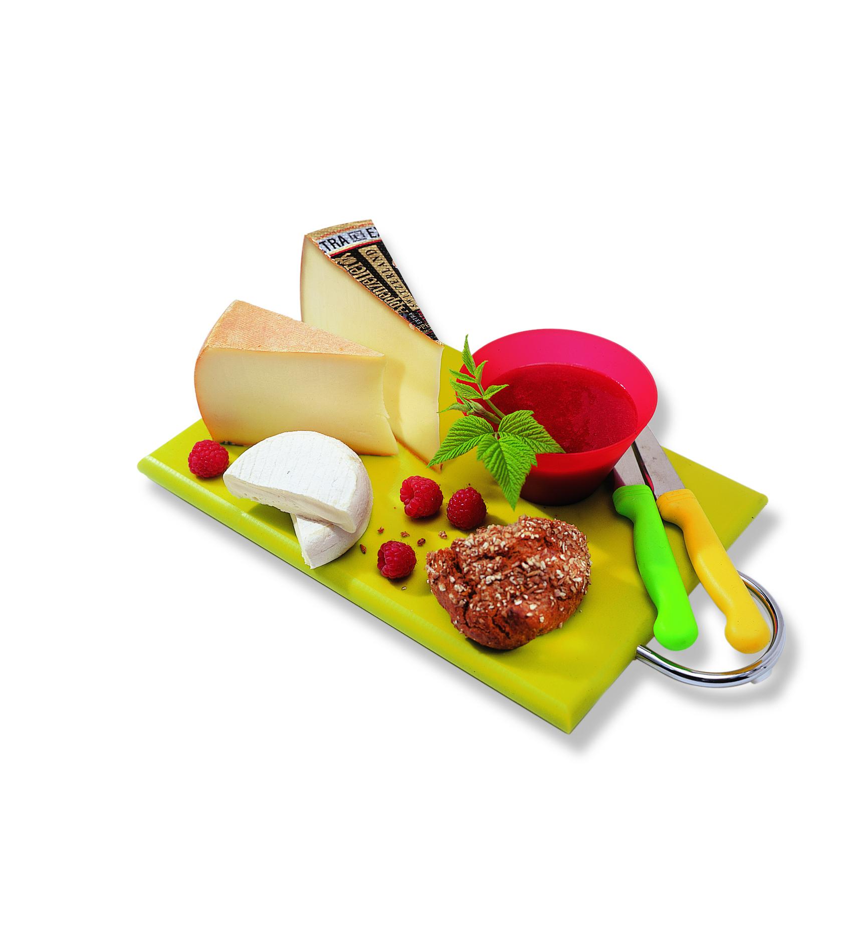 Plateau de fromages avec sauce aux framboises