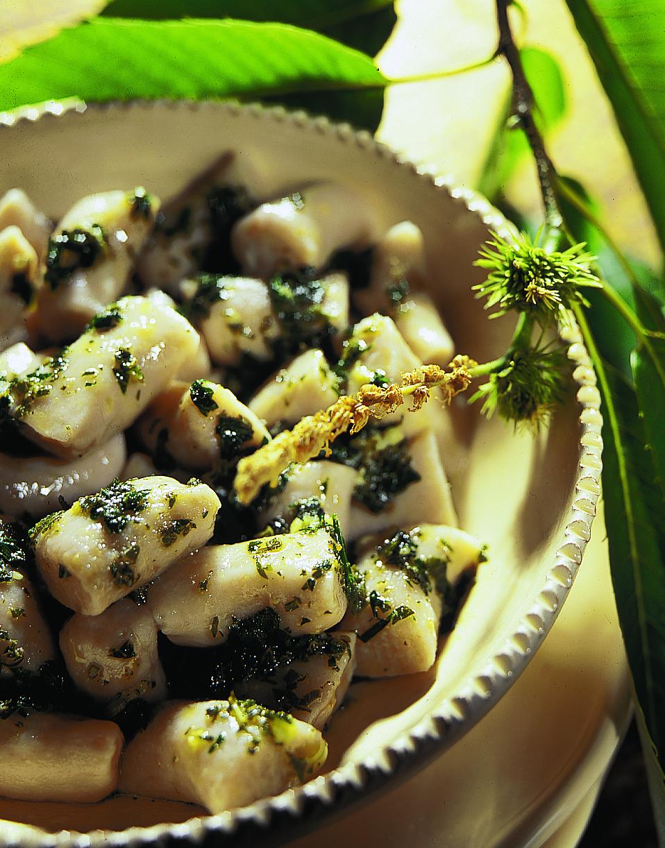Gnocchi aux châtaignes sauce aux herbes