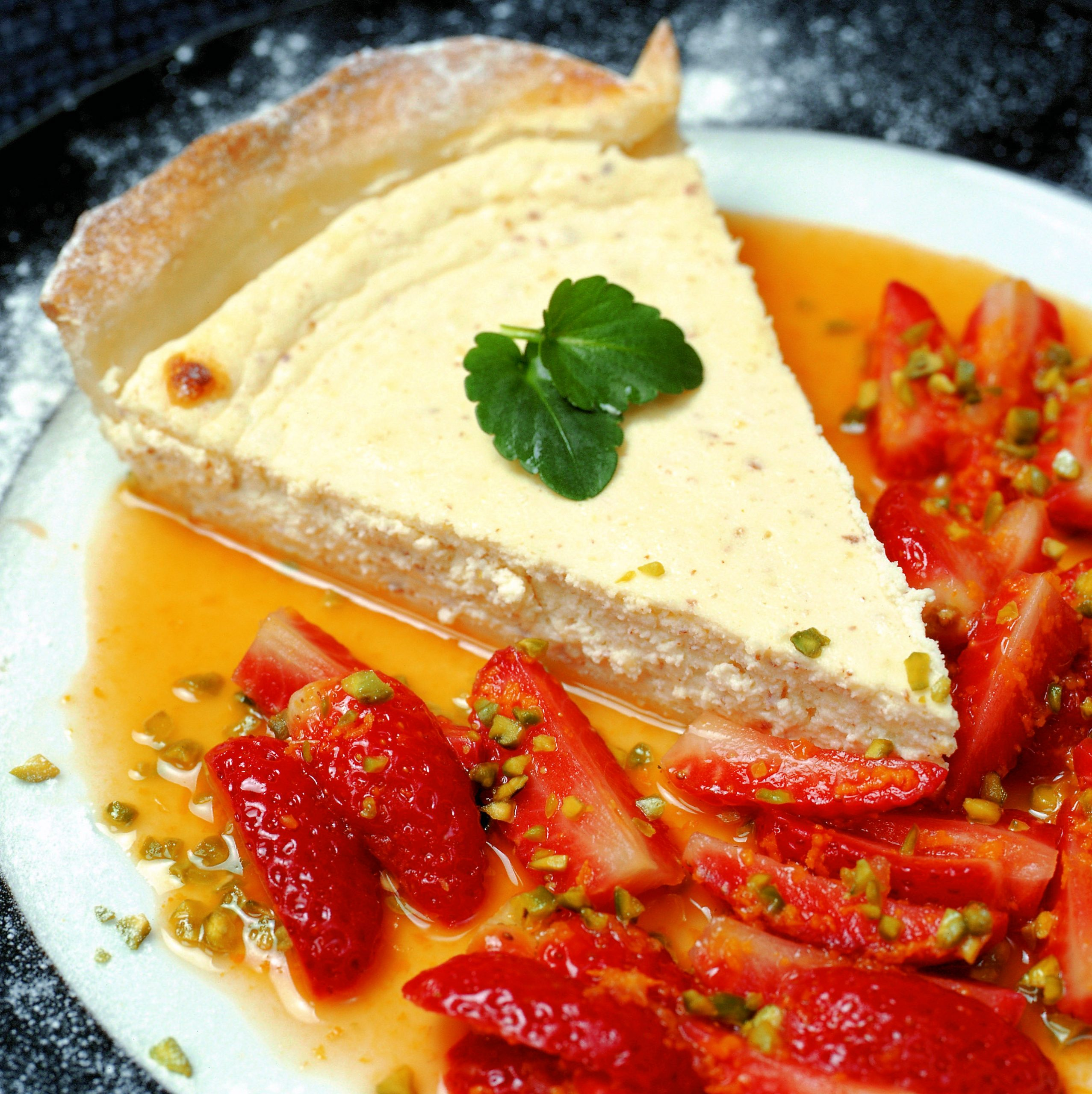 Lauwarme Quarkwähe mit Erdbeeren