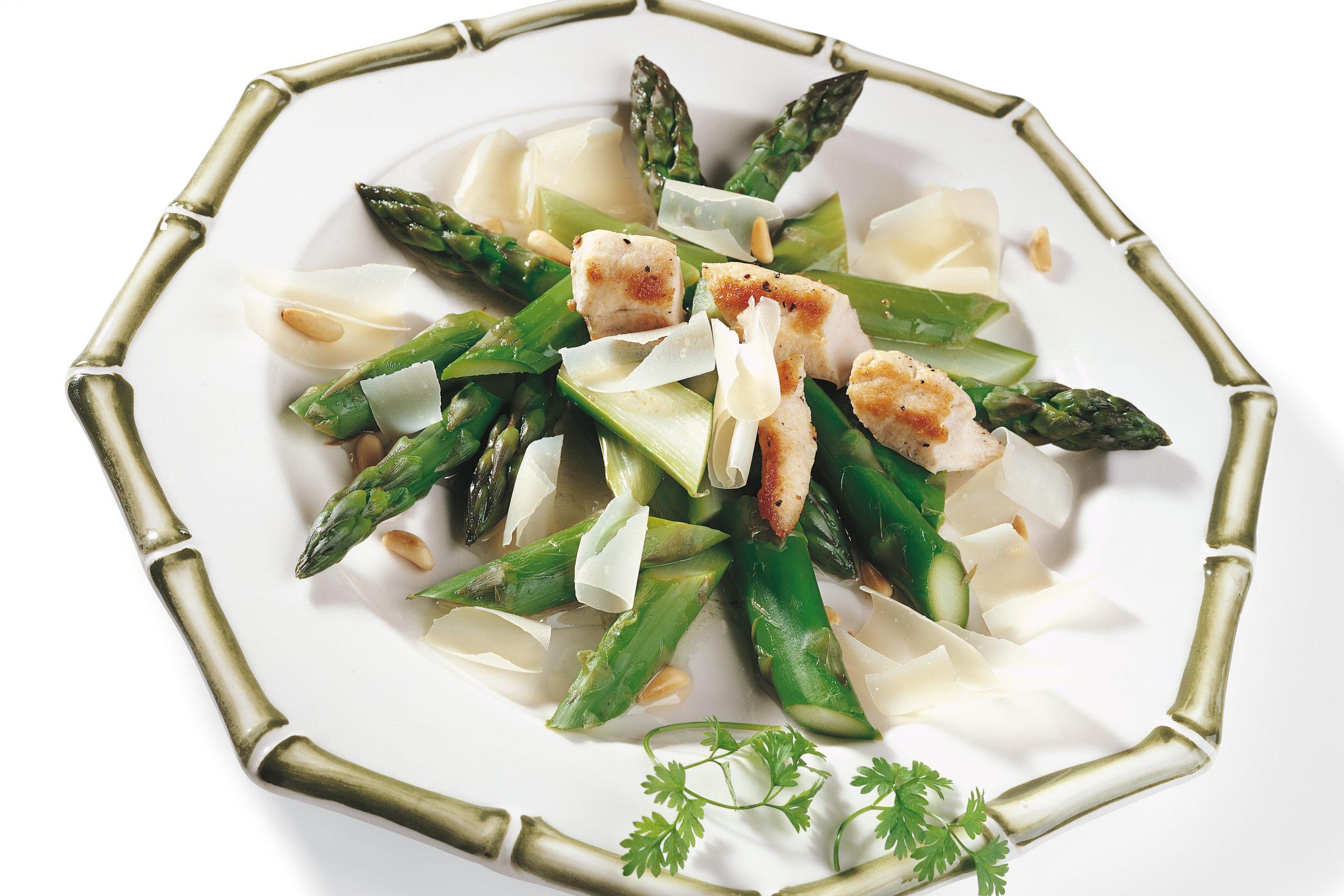 Salade tiède aux asperges et au lapin