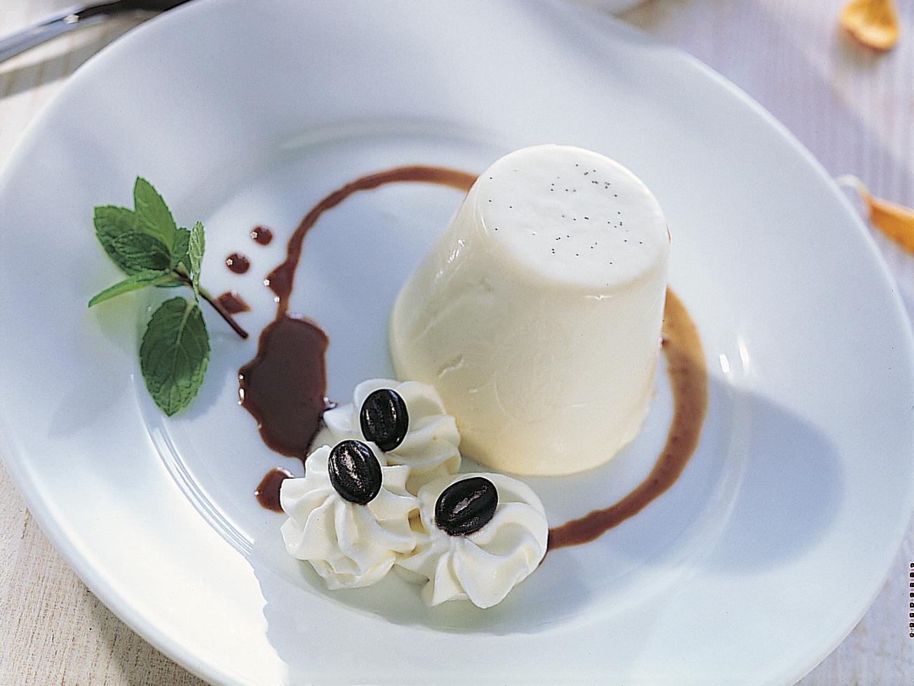 Panna cotta mit Espresso-Schokoladensauce