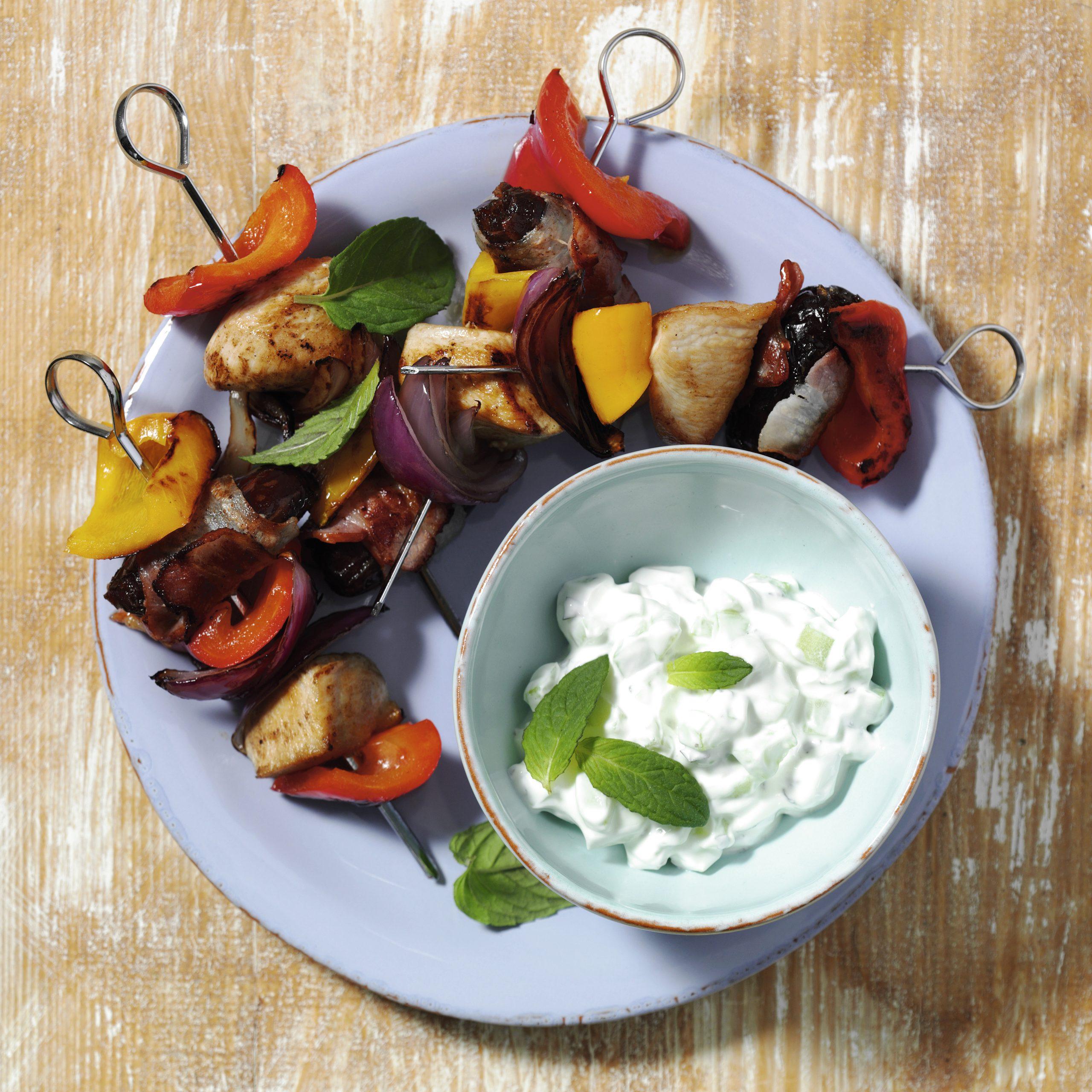 Poulet-Gemüsespiessli mit Tzatziki