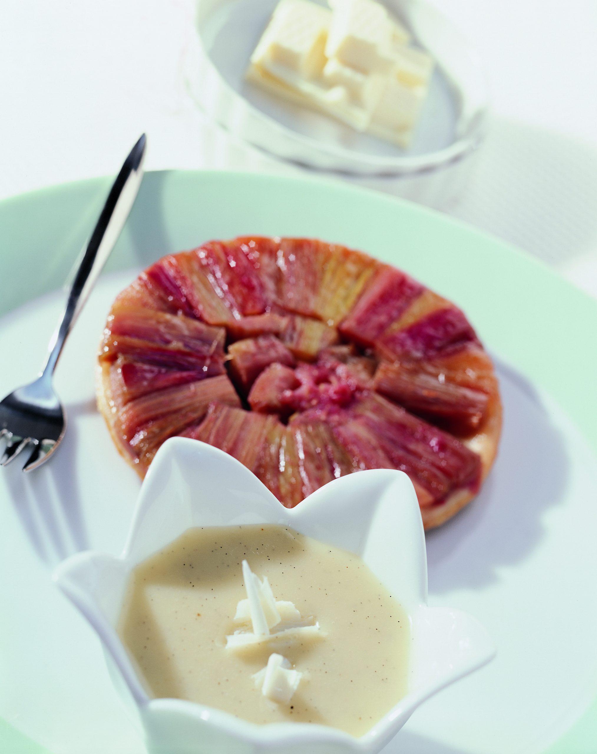 Tartelettes Tatin à la rhubarbe nappées de chocolat blanc
