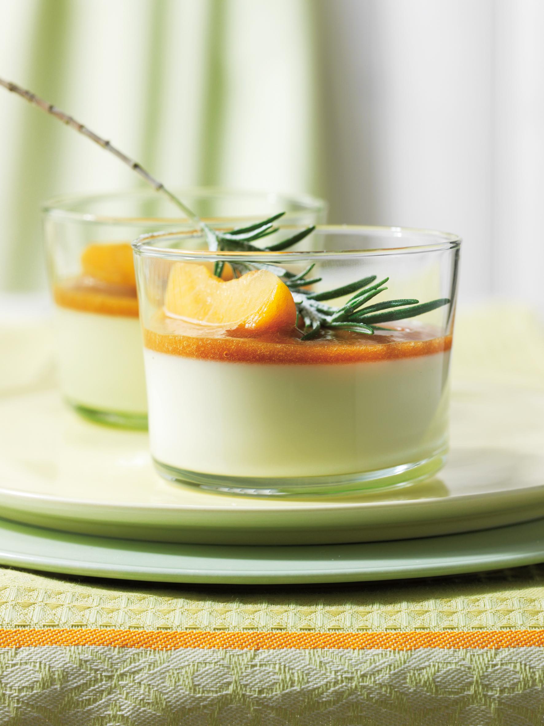 Panna cotta au romarin et coulis d'abricots