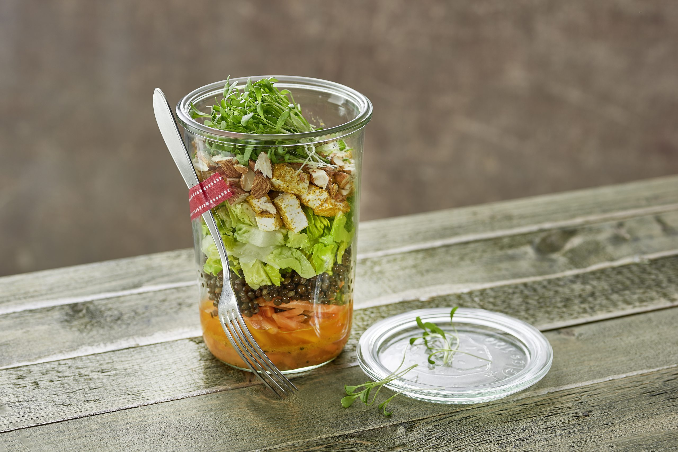 Salade de carottes, de lentilles et de fromage frais à emporter