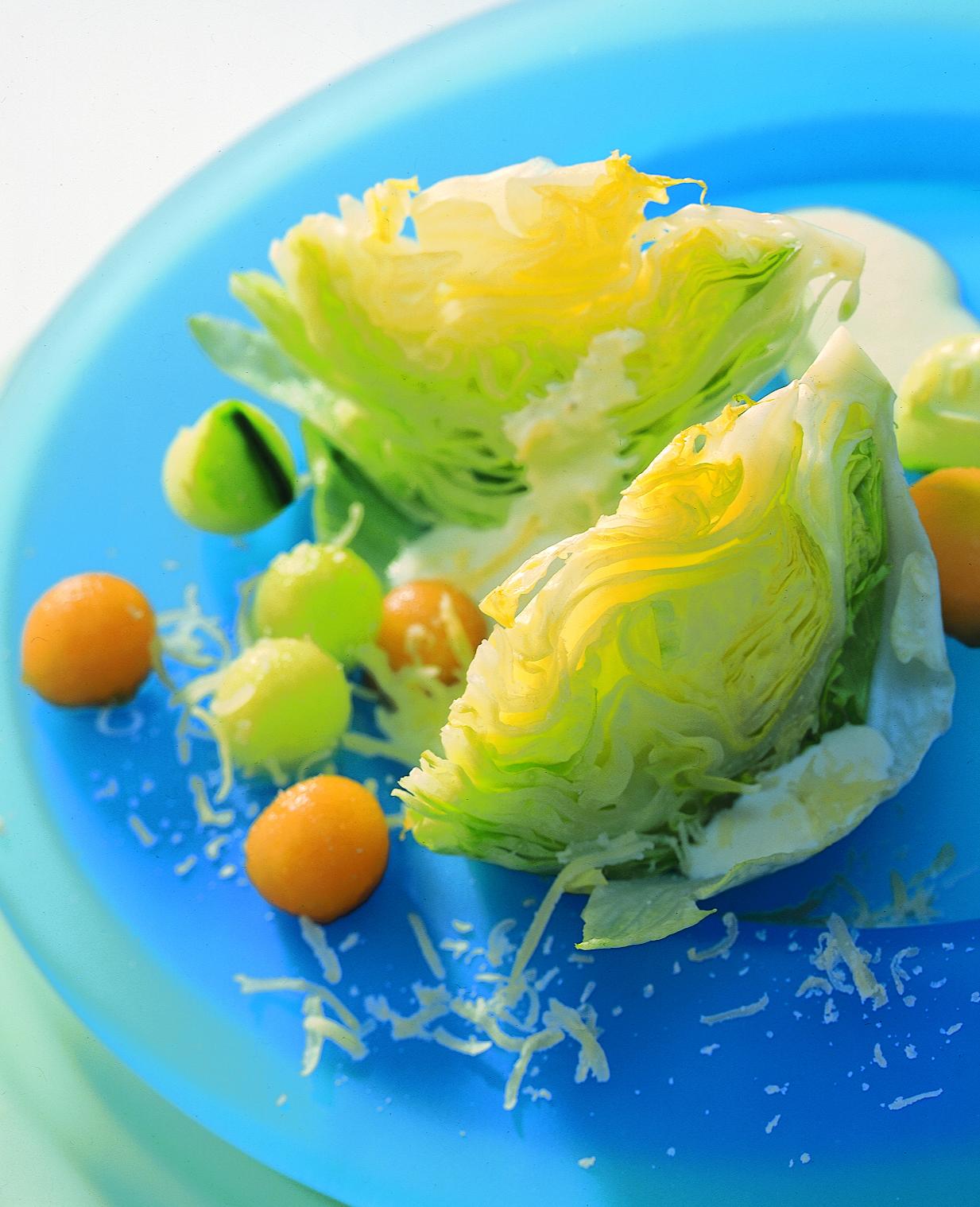 Salade pommée au concombre et au melon sur sauce au Sbrinz