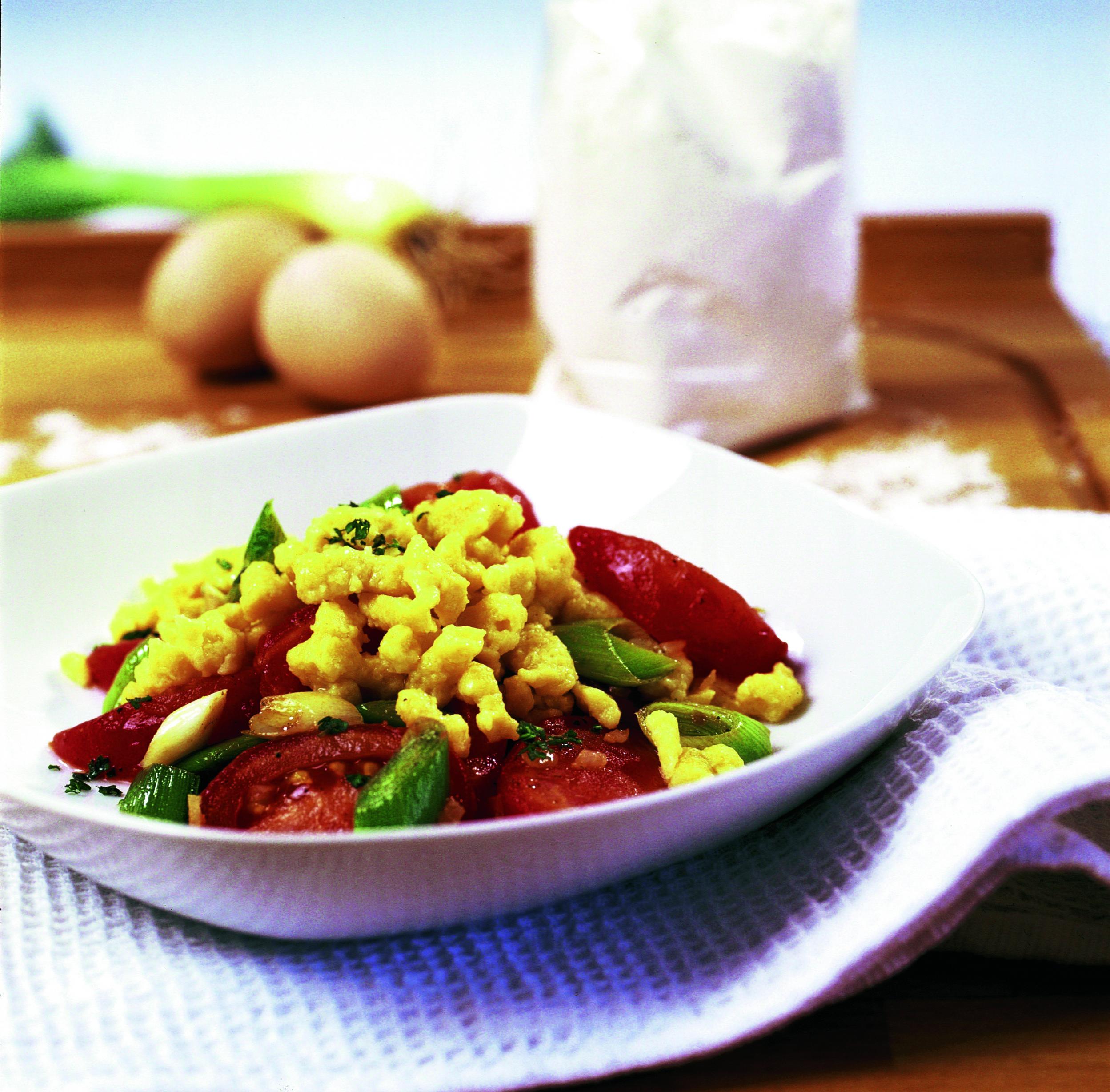 Sbrinz-Knöpfli mit Lauch-Tomaten-Gemüse