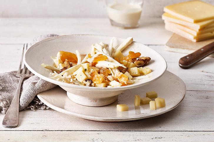 Salade de céleri et de fromage à raclette