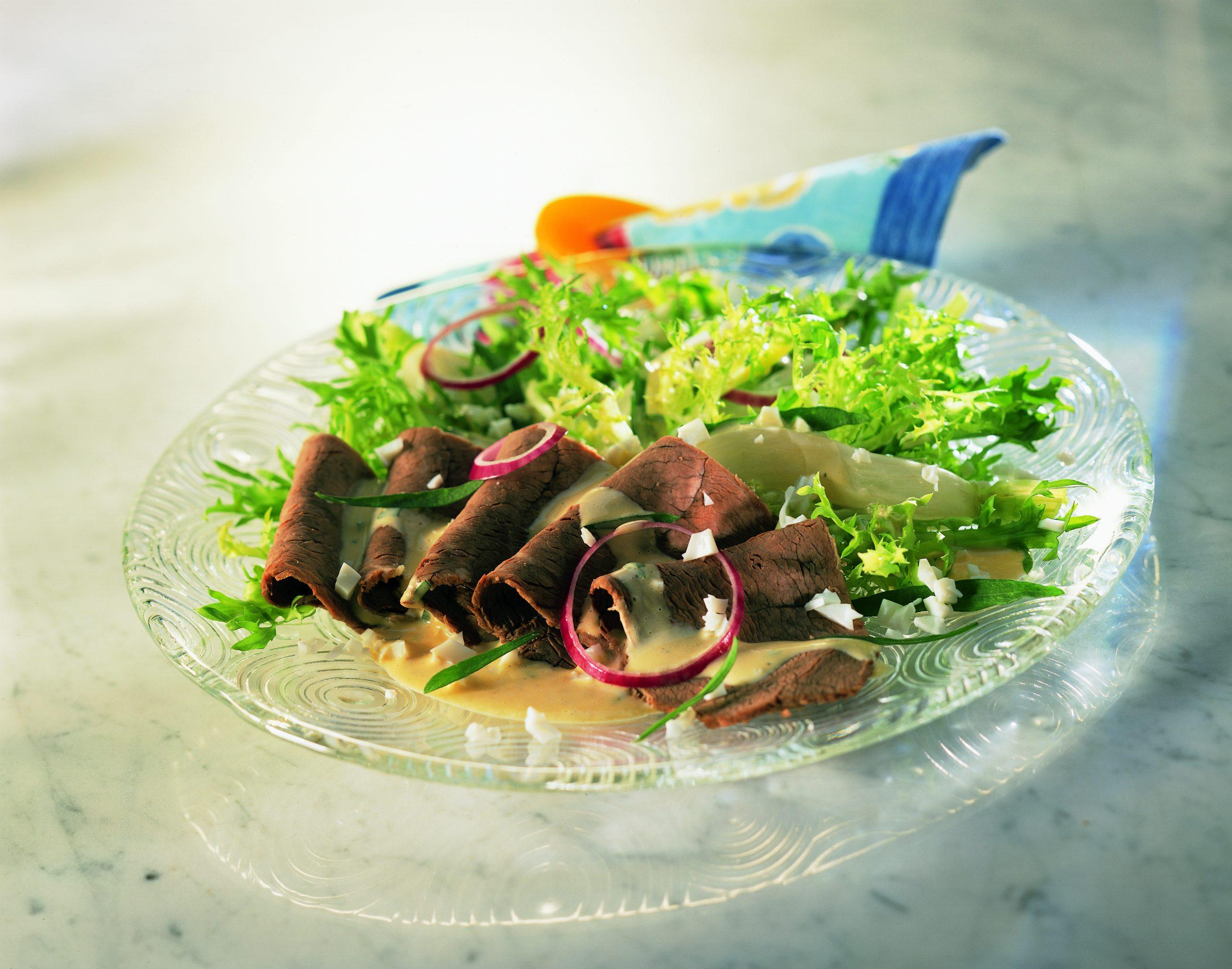Siedfleisch-Salat mit Bundrettich an Estragonsauce