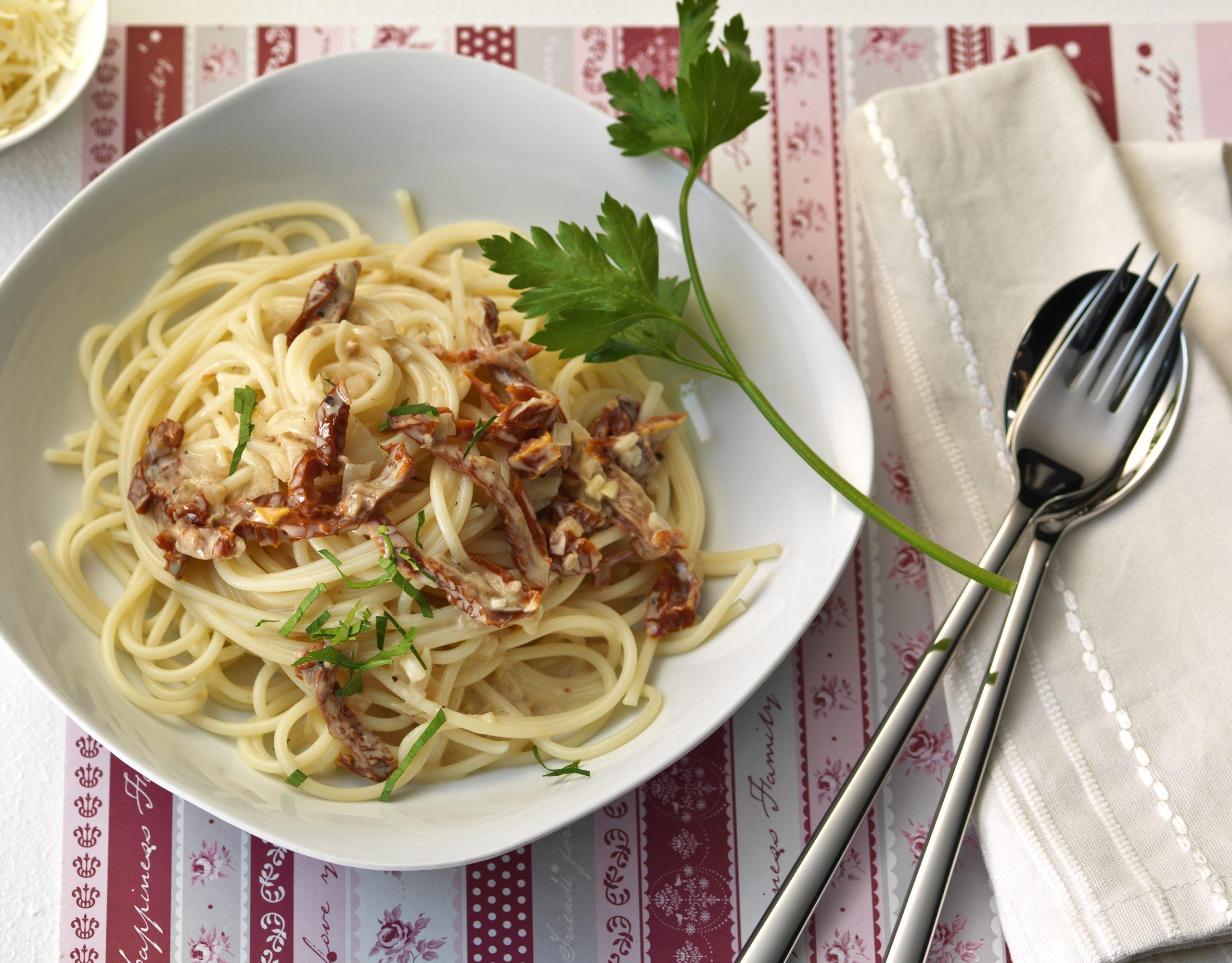 Spaghetti mit Dörrtomatensauce