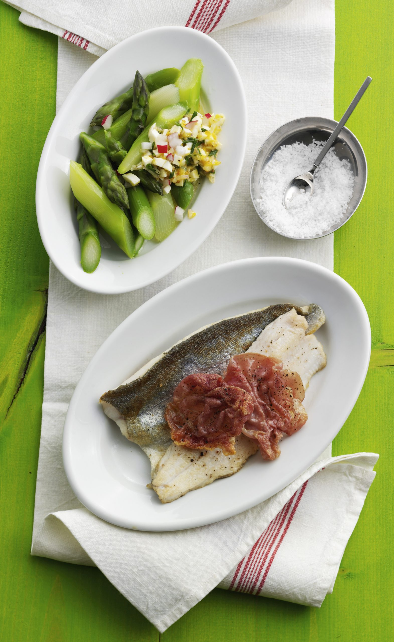 Salade d'asperges et filets de poisson