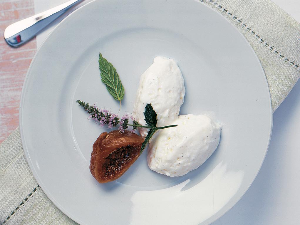 Mousse à la vanille accompagnée de figues