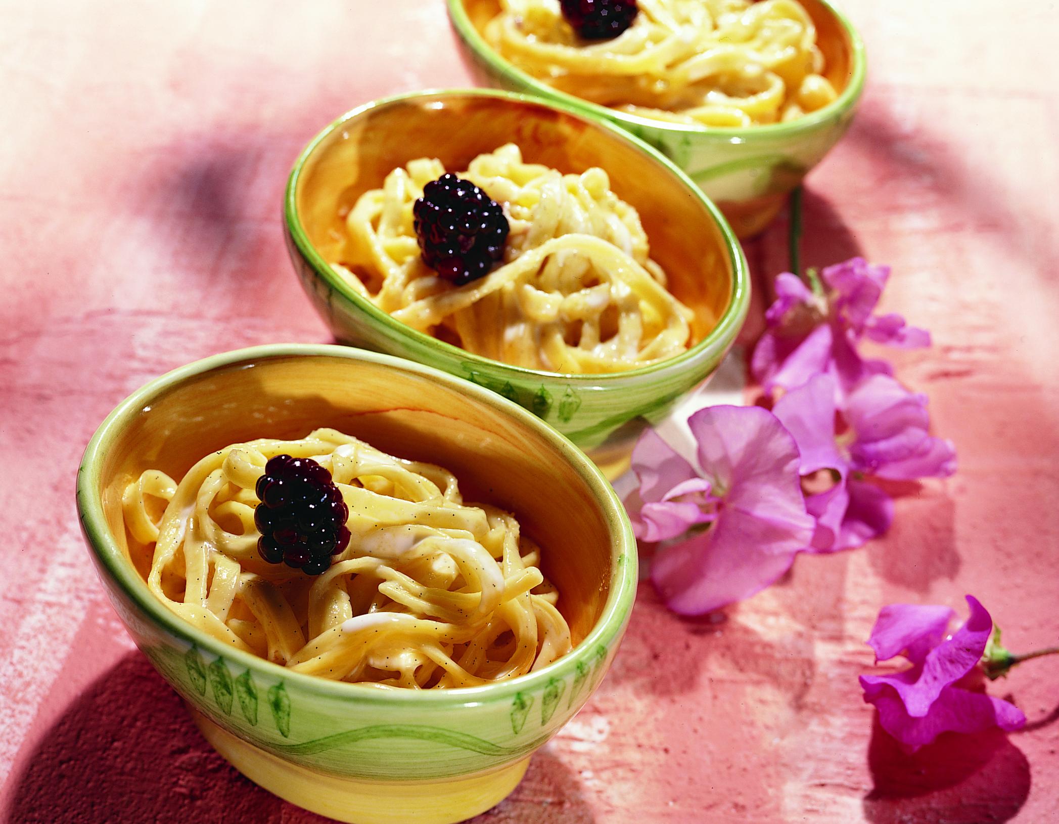 Nouilles à la vanilla sauce aux mûres